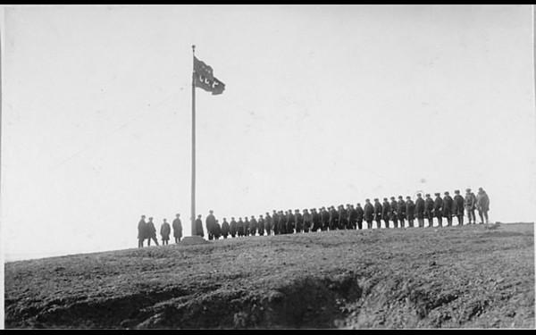 Церемония подъема советского флага на о. Врангеля. 1924 год.