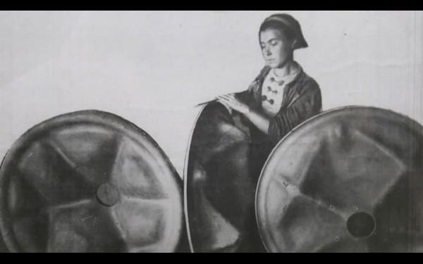 Производство минометных опорных плит на заводе им. Куйбышева в годы войны.