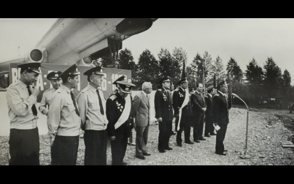 Командно-руководящий состав ВСУ ГА на митинге в честь установки на вечную стоянку самолета Ту-104 в парке авиаторов.19 апреля 1979 г.