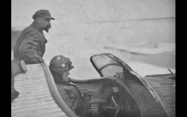 Кальвица и Красинский в самолете  Junkers W.33 на острове Врангеля