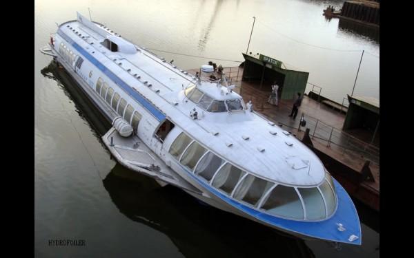 Можно добраться да Братска и по воде. Правда, судно на подводных крыльях «Метеор» теперь ходит из Балаганска, а не из Иркутска.