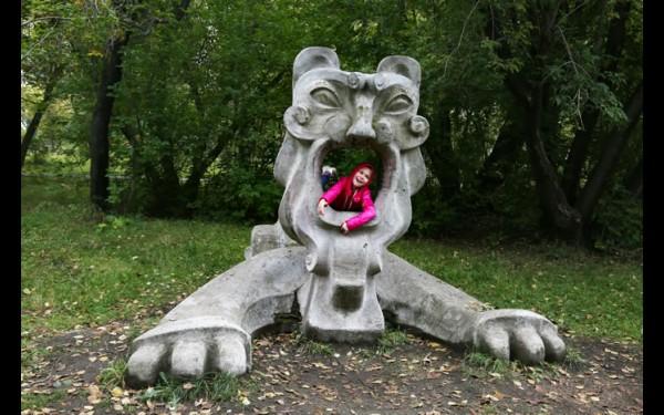 Пасти льва не минует ни один ангарский ребенок.