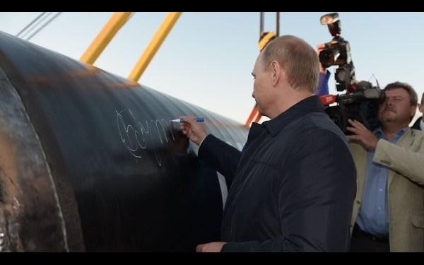 «Силе Сибири» уже дан старт: в Якутске сварили первый стык газотранспортной системы. На торжественном мероприятии присутствовали представители российских властей, вчастности сам президент Владимир Путин.