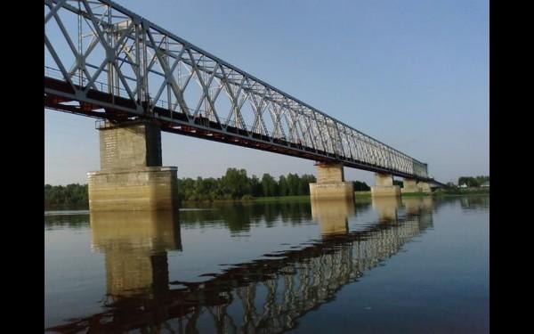 Ангарский мост перенесен на реку Чулым и действует до сих пор.