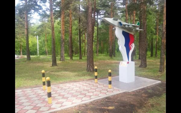 Памятник в честь летчика Романа Филипова, погибшего в Сирии 3 февраля 2018 г.