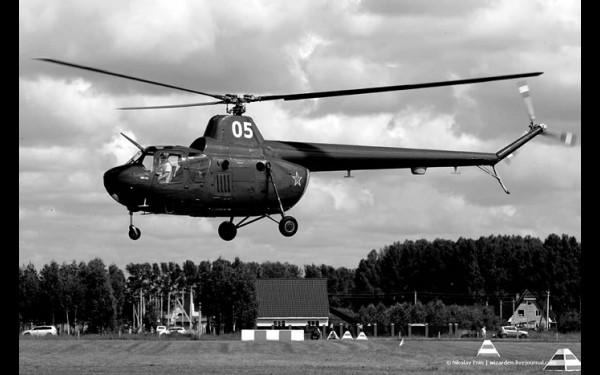 Ми-1 — первый серийный вертолёт в СССР.  Введён в эксплуатацию в 1952 году. Всего было выпущено  более 2,5 тыс. машин