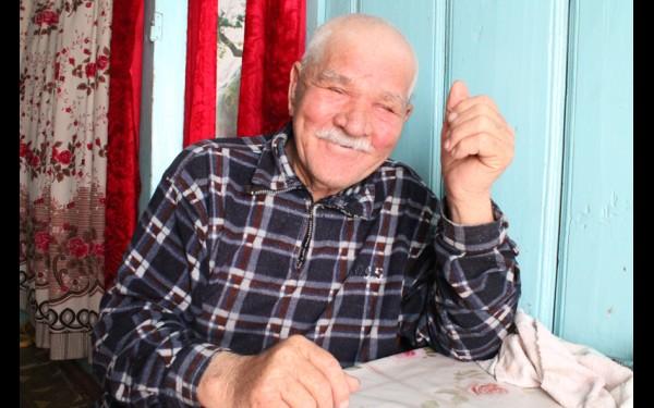 Если местным жителям требуется прочитать молитву, провести обряд, они приглашают местного старожила, Галимзяна Галиханова.