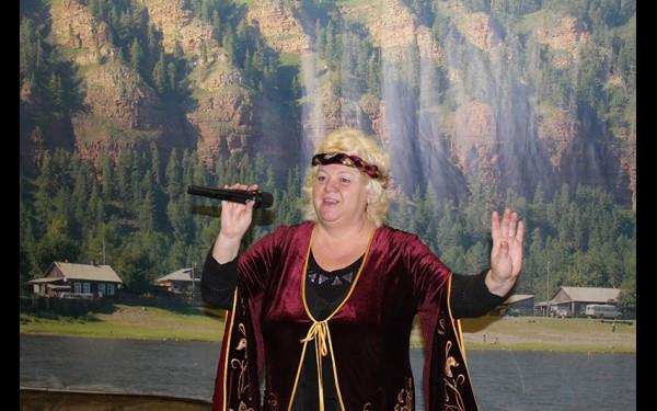 Арина Судакова поет в вокальном ансамбле «Белые росы», а также является основателем районного фестиваля песенного творчества «Песенная Россия». В этом году он будет проводиться уже в 14-й раз.