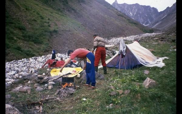Базовый лагерь первой группы спасателей.