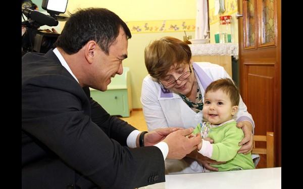 Сергей Тен познакомился с воспитанниками детского дома № 1