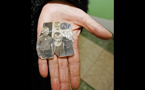Вера Семенова хранит свою детскую фотографию военных лет – именно тогда ее научили вязать