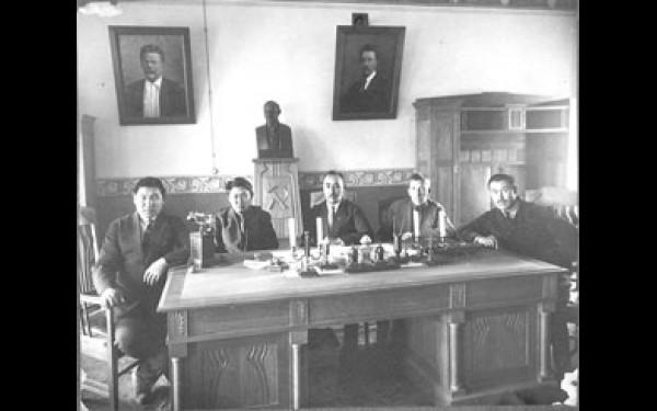 Фото из недавно пополнившегося архива музея им. М.Н. Хангалова.