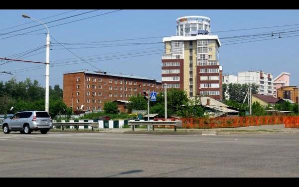 4-я Советская: дом построен давно, люди в нем живут, но чья под ним земля, до сих пор не определено