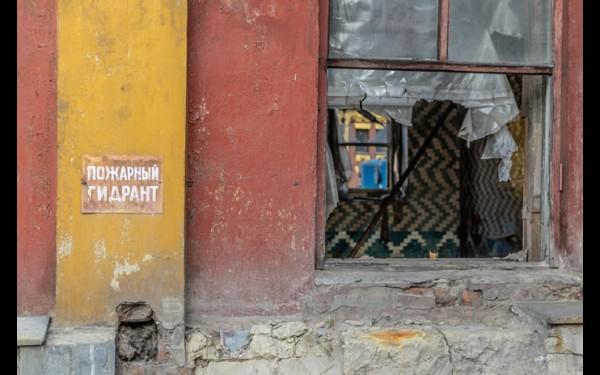 Разбитые окна, облупленные стены. При Пиманове это было немыслимо