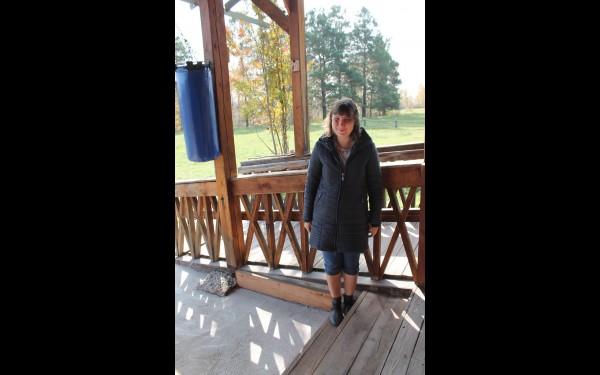 Екатерина Бурденко периодически уезжает домой в Иркутск. Виктор считает, что воспитанники должны  с радостью ехать в усадьбу и с такой же радостью возвращаться домой