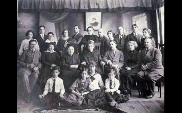 Семья Новомейских в Иркутске. Предположительно, 1918 год