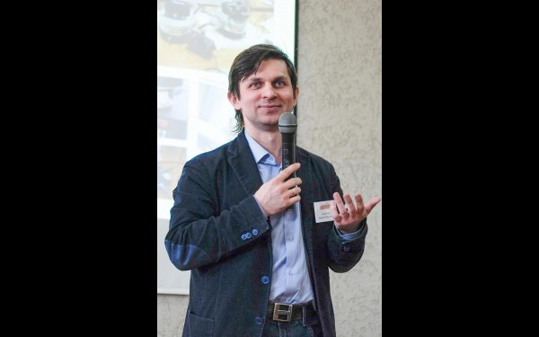 Руководитель ЛАРНИТа кандидат физико-математическизх наук Михаил Просекин знает,  как сделать науку увлекательной для молодежи
