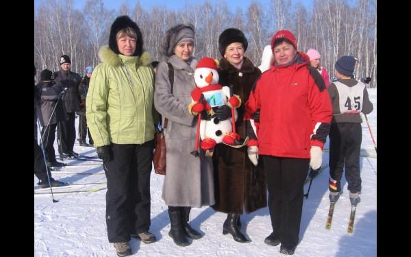 2006 год. С организаторами соревнований по лыжным гонкам в рамках международной программы «Специальной Олимпиады».