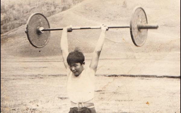 В школе Аполлон Иванов занимался разными видами спорта, в том числе и силовыми. Сначала роль спортивного снаряда выполнял лом с тракторными колесами, а потом удалось приобрести настоящую штангу.