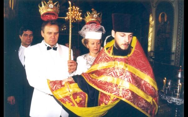 С женой Геннадий Васильевич Истомин вместе уже 43 года. В 1973 году была обычная свадьба, позже решили обвенчаться. «Время пролетело быстро, как одно мгновение. Скоро полвека совместной жизни, а мне даже не верится».