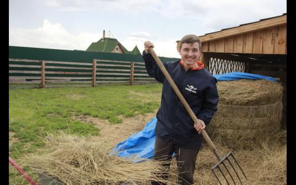 Никита сам любит работать и мечтает привить любовь к ручному труду младшему поколению