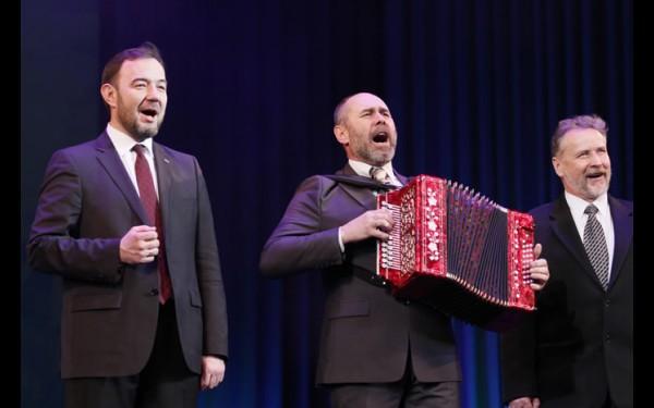И. о. заместителя мэра Иркутска Виталий Барышников выступил с театром народной драмы