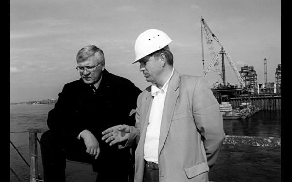 Сергей Брилка на строительстве Академического моста с главным инженером мостоотряда № 125 Виктором Ляшенко