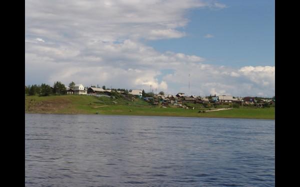 Посёлок Ербогачён словно выбрался из лесной чащи — и сразу на берег Нижней Тунгуски