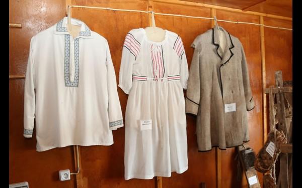 Один из главных раритетов музея в Тургеневке — пальто из овечьей шерсти, в котором один из переселенцев приехал на сибирскую землю