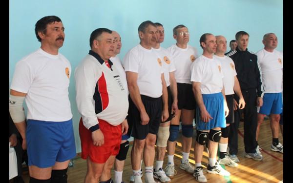 День завершился товарищеским матчем по волейболу