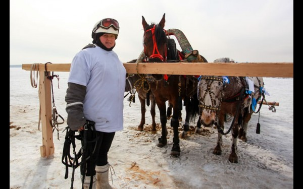 Александра Ушкова с Овалом, Чубариком и Максимом. К сожалению, они проиграли в двух заездах, но поражением расстроены не были.