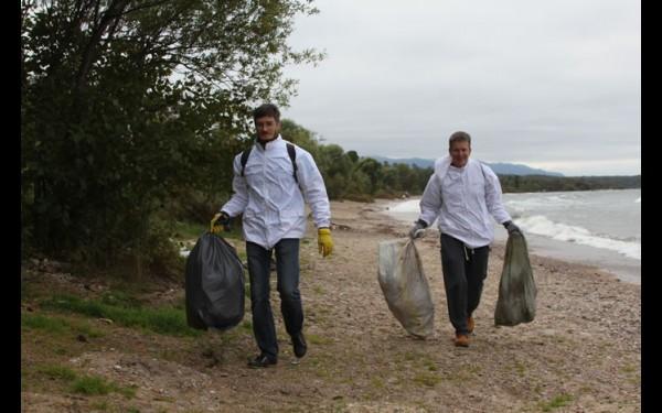 В экологической акции приняли участие около 16 500 волонтеров. Их усилиями за несколько часов на берегах Байкала, в Иркутске и Братске было собрано 16194 мешка мусора.