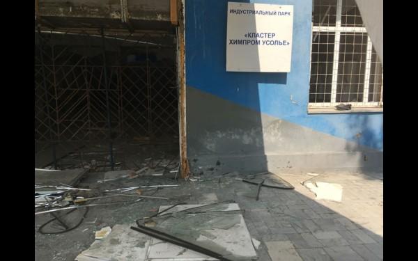 Здание заводоуправления разворовано практически подчистую