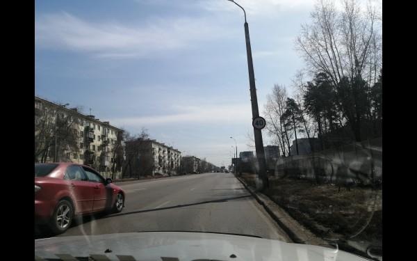 """Ул. Ворошилова, в районе бассейна """"Ангара"""". Четверг, день."""