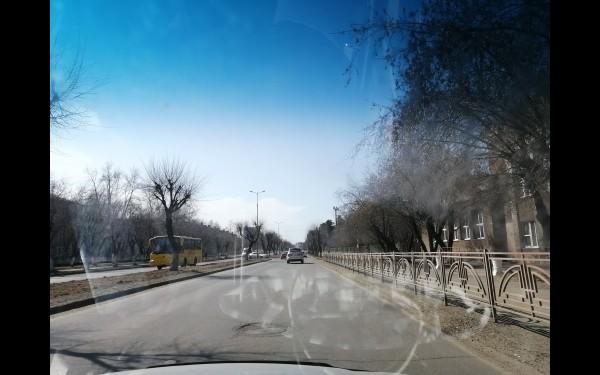 Ул. Чайковского, район СК «Сибиряк». Прохожих совсем не видно. Хотя эта всегда было оживленное место.