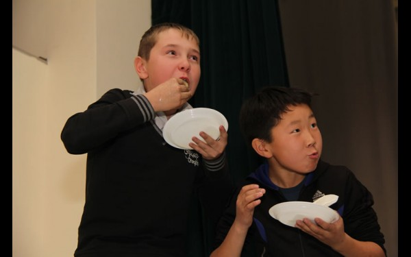 Юные футболисты любят национальное блюдо