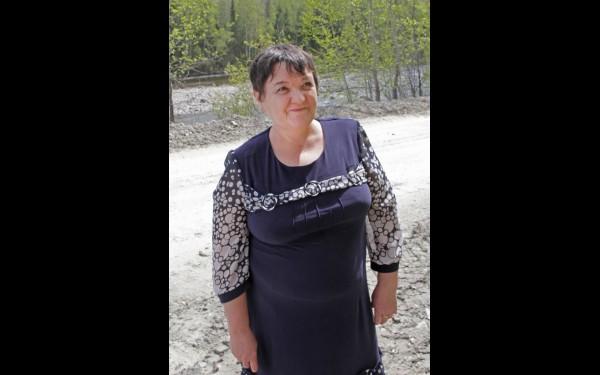 Марина Тугарина работает в местной библиотеке. Сначала приезжала сюда из Черемхово в гости к родителям, а затем и сама перебралась.
