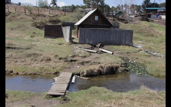 У селян есть собственный целебный источник. Родниковую воду они берут для лечения и засолки огурцов.