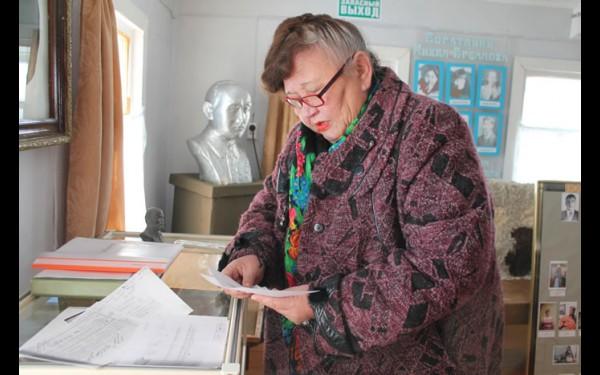 Дарья Матханова бережно хранит музейные реликвии и готовится к празднованию 130-летия знаменитого земляка.