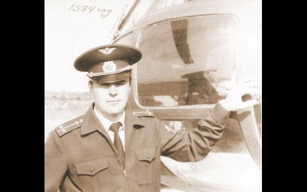 Снимок из архива эскадрильи: майор С.П.Крюков, инженер. 1994 год