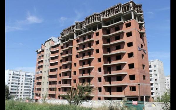 Долгострой на Сергеева: две блок-секции заселены, третья — в малой степени готовности.