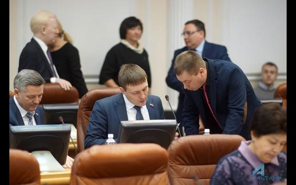На сессии Законодательного Собрания Иркутской области.