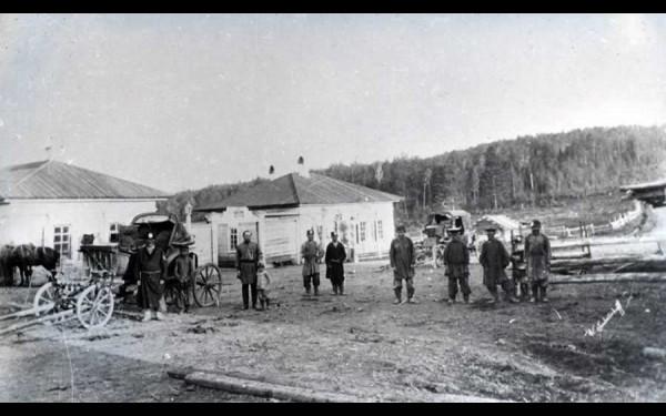 Станция Большеглубоковская на Кругобайкальском тракте. Середина 1890-х годов. Фото В.П.Сукачева