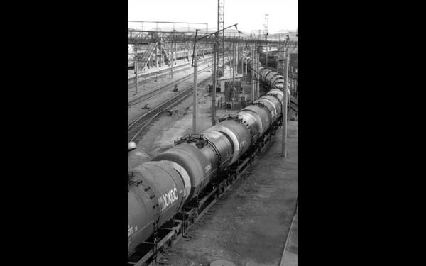 Вместо нефтепровода теперь железная дорога