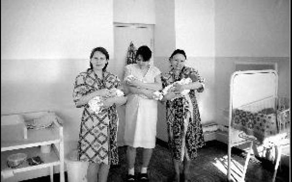 Елизавета, Эльвира и Наталья со своими малышами. Мистический день стал самым счастливым для молодых мам