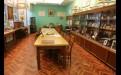 Огромный стол в воссозданном рабочем кабинете Миля