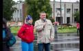 Вместе с Инной Безрядиной на роликовом марафоне по Ангарску. На улице лил дождь, температура не поднималась выше плюс десяти градусов, но это не помешало проведению спортивного праздника.