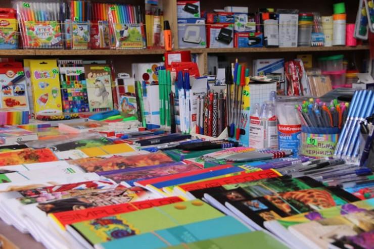 Прежде чем покупать канцелярию, проведите домашнюю инвентаризацию. Возможно, вы найдете чистые тетради, новые ручки, карандаши и другие учебные принадлежности.