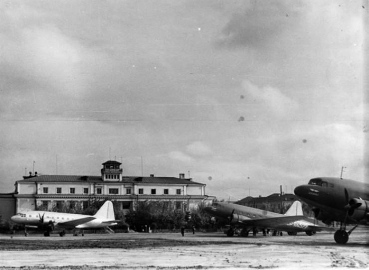 Аэропорт Иркутск в 1953 году. Фотограф Калихман. (Из фондов Иркутского областного краеведческого музея)