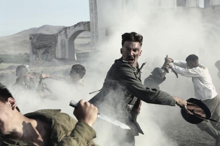 Кадр из фильма «321-я Сибирская» с фрагментами зданий завода. Востсибэлемент — на заднем плане